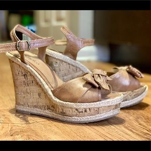 Bow Wedges, Candies